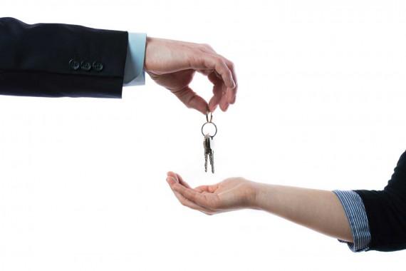 keys-hand-over-